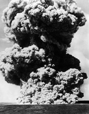 Explosion column from Halemaʻumaʻu Crater on the morning of May 13, 1924, as seen from near Kīlauea Military Camp in Hawaiʻi Volcanoes National Park. Photo: Oliver Emerson.